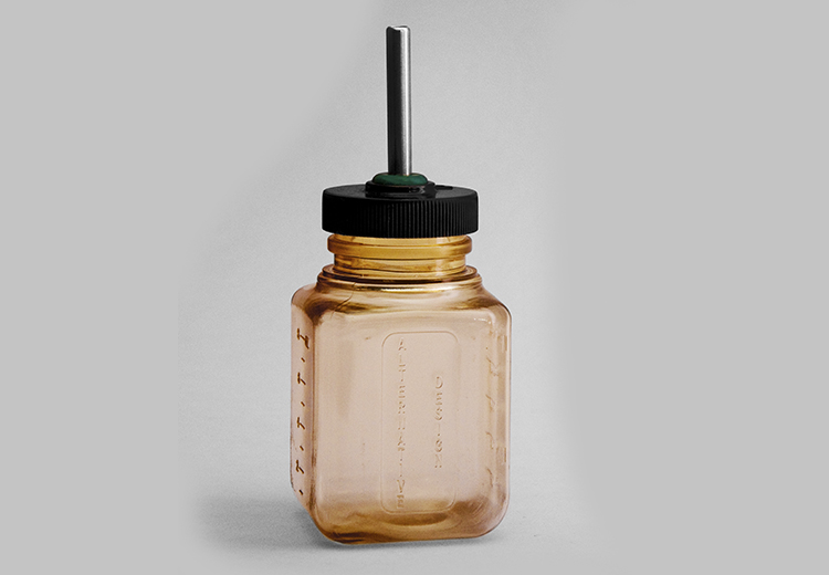 Bebedero de polisulfonato de 250 ml.